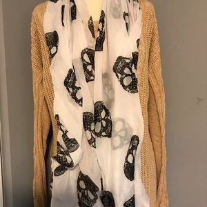 H and M skull scarf